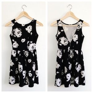 Love... Ady black and white floral skater dress XS